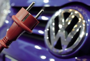 Volkswagen: Plug-In Hybrids A 'Bridge' To Pure Electric Cars In Future