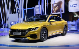 Volkswagen goes flashy with new Arteon fastback sedan