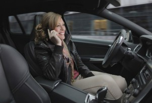 Texas Study Suggests That Distracted Driving Laws Should Target Women