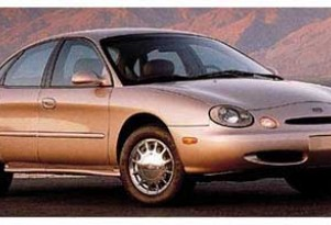1997 Ford Taurus: Mice Invasion