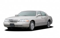 2009 Lincoln Town Car 4-door Sedan Signature Limited Angular Front Exterior View