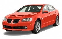 2009 Pontiac G8 4-door Sedan Angular Front Exterior View