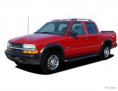 """2004 Chevrolet S-10 Crew Cab 123"""" WB 4WD LS Angular Front Exterior View"""