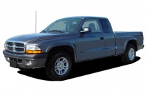 "2004 Dodge Dakota 2-door Club Cab 131"" WB Sport Angular Front Exterior View"
