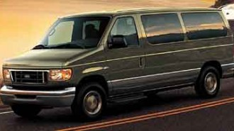 2004 Ford Econoline Wagon XL