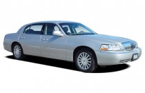 2004 Lincoln Town Car 4-door Sedan Signature Angular Front Exterior View