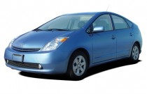 2004 Toyota Prius 5dr HB (Natl) Angular Front Exterior View