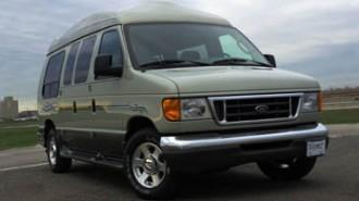 2005 Ford Econoline Wagon XL