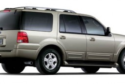 2005 ford expedition vs 2005 gmc yukon denali the car connection. Black Bedroom Furniture Sets. Home Design Ideas