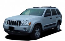 2005 Jeep Grand Cherokee 4-door Laredo 4WD Angular Front Exterior View