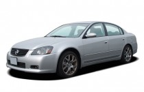 2005 Nissan Altima 4-door Sedan 3.5 SE-R Auto Angular Front Exterior View