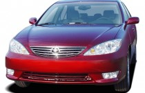 2005 Toyota Camry 4-door Sedan XLE Auto (Natl) Angular Front Exterior View