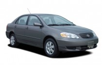 2005 Toyota Corolla 4-door Sedan LE Manual (Natl) Angular Front Exterior View