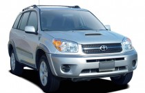 2005 Toyota RAV4 4-door Auto (Natl) Angular Front Exterior View