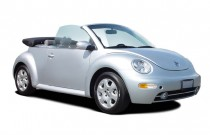 2005 Volkswagen New Beetle Convertible 2-door GL Auto Angular Front Exterior View