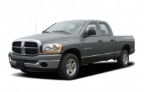 2006 Dodge Ram 1500 4-door Quad Cab 140.5 SLT Angular Front Exterior View