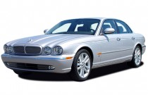 2006 Jaguar XJ 4-door Sedan XJR Angular Front Exterior View