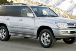 2006 toyota land cruiser vs 2006 toyota sequoia the car connection. Black Bedroom Furniture Sets. Home Design Ideas