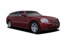 2007 Dodge Magnum 4-door Wagon R/T RWD Angular Front Exterior View