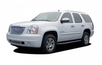 2007 GMC Yukon Denali AWD 4-door Angular Front Exterior View