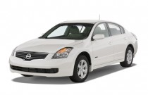 2007 Nissan Altima 4-door Sedan I4 eCVT 2.5 Hybrid Angular Front Exterior View