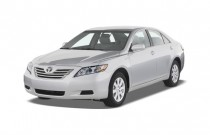 2007 Toyota Camry Hybrid 4-door Sedan (Natl) Angular Front Exterior View