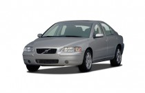 2007 Volvo S60 4-door Sedan 2.5L Turbo AT FWD Angular Front Exterior View