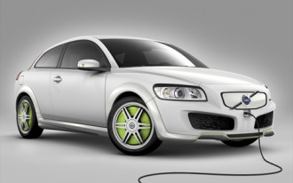 Volvo Piles Into Plug-In Parade With First Vehicles Due in 2012