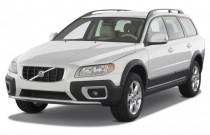 2008 Volvo XC70 4-door Wagon Angular Front Exterior View