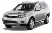2009 Mitsubishi Outlander AWD 4-door XLS Angular Front Exterior View