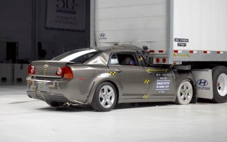 IIHS Petitions Feds For Better Underride Guards On Big Rigs