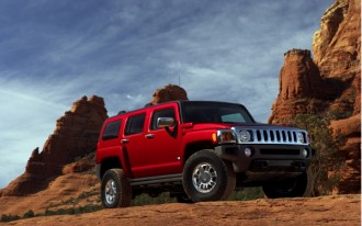 HUMMER News: H3 Deemed Fuel-Efficient, H1-Spawning Humvee Dies