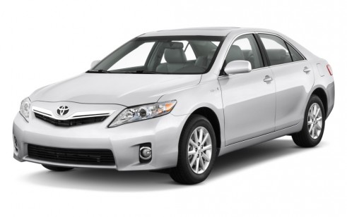 2010 Toyota Camry Hybrid 4-door Sedan (Natl) Angular Front Exterior View