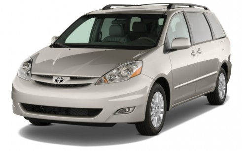2010 Toyota Sienna 5dr 7-Pass Van XLE FWD (Natl) Angular Front Exterior View