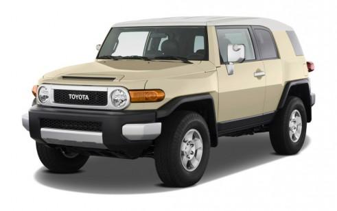 2011 Toyota FJ Cruiser 4WD 4-door Auto (Natl) Angular Front Exterior View