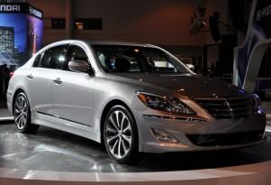2012 Hyundai Genesis R-Spec Does Burnout: Video