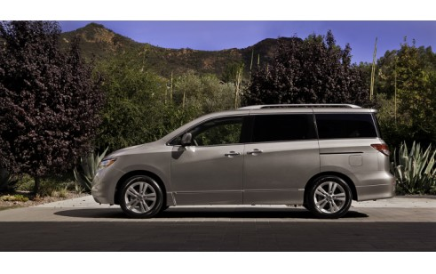 2012 nissan quest vs chrysler town country dodge grand. Black Bedroom Furniture Sets. Home Design Ideas