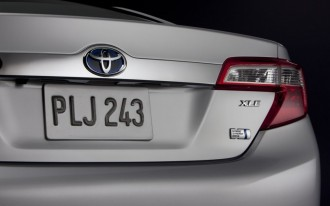 2012 Toyota Camry Hybrid: 43 MPG Beats Ford Fusion Hybrid
