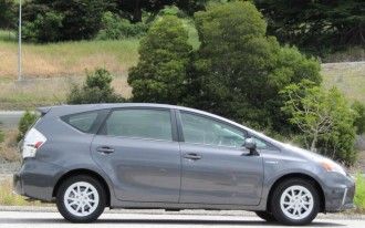 2012 toyota prius c higher mpg lower price and sportier. Black Bedroom Furniture Sets. Home Design Ideas