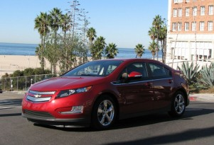 What does a Chevy Volt do when it runs out of gas and battery charge?