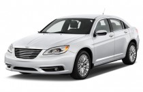 2013 Chrysler 200 4-door Sedan Limited Angular Front Exterior View