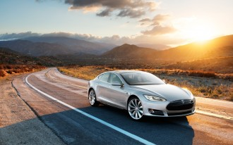 2013 Tesla Model S Recalled, But You Don't Have To Take It In For Repairs