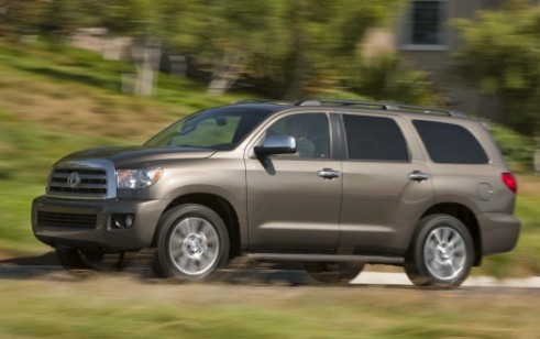 2013 toyota sequoia vs chevrolet tahoe dodge durango. Black Bedroom Furniture Sets. Home Design Ideas