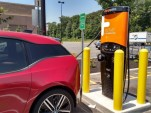 2014 BMW i3 REx fast-charging at Chargepoint site, June 2016  [photo: Tom Moloughney]