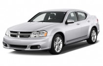 2014 Dodge Avenger 4-door Sedan SE Angular Front Exterior View