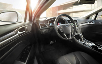 Feds to investigate 840,000 Ford Fusions over steering wheels that may come off