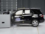 2014 Mercedes-Benz M-Class - small overlap IIHS crash test