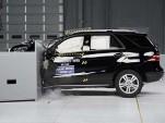 2014 Mercedes-Benz M-Class - small overlap IIHS crash test