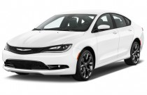 2015 Chrysler 200 4-door Sedan S FWD Angular Front Exterior View