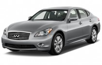 2015 Infiniti Q70 4-door Sedan V6 RWD Angular Front Exterior View